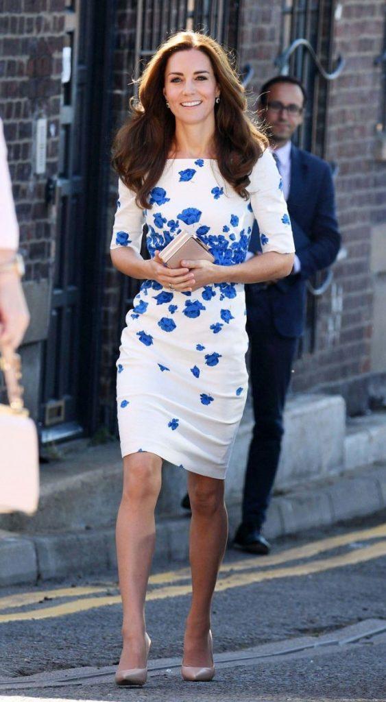 Кейт в платье с цветочным принтом| Кейт vs Меган: сравниваем стиль двух герцогинь | Her Beauty