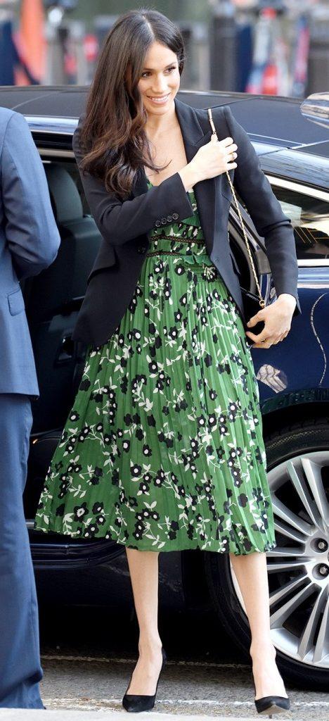 Меган в платье с цветочным принтом | Кейт vs Меган: сравниваем стиль двух герцогинь | Her Beauty