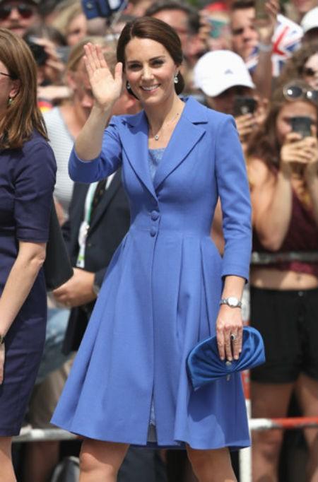 Кейт в благородном синем| Кейт vs Меган: сравниваем стиль двух герцогинь | Her Beauty