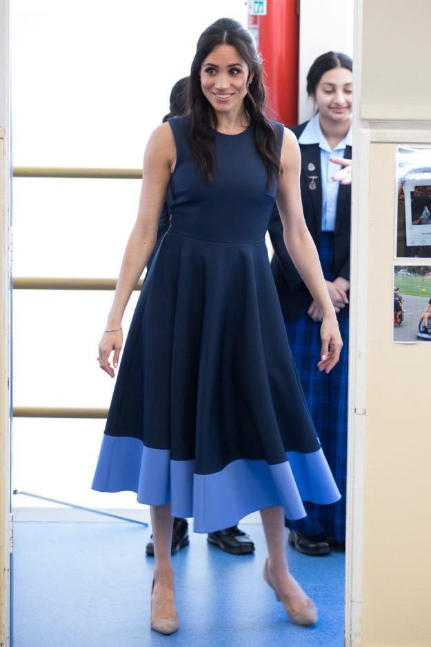 Меган в благородном синем| Кейт vs Меган: сравниваем стиль двух герцогинь | Her Beauty