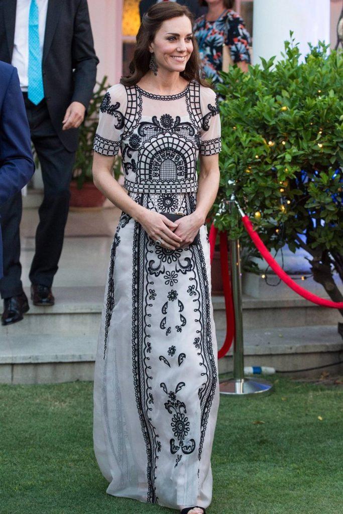 Кейт придерживается классического стиля | Кейт vs Меган: сравниваем стиль двух герцогинь | Her Beauty