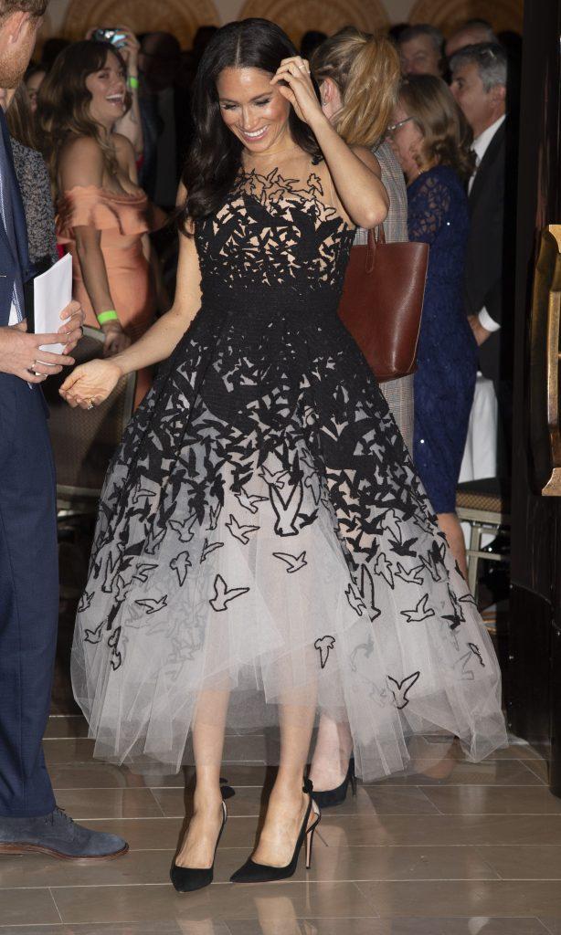 Меган любит  эпатажные наряды| Кейт vs Меган: сравниваем стиль двух герцогинь | Her Beauty