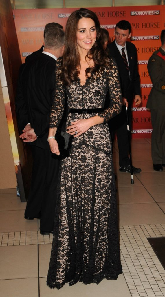 Кейт появляется о одном и том же платье  Кейт vs Меган: сравниваем стиль двух герцогинь | Her Beauty