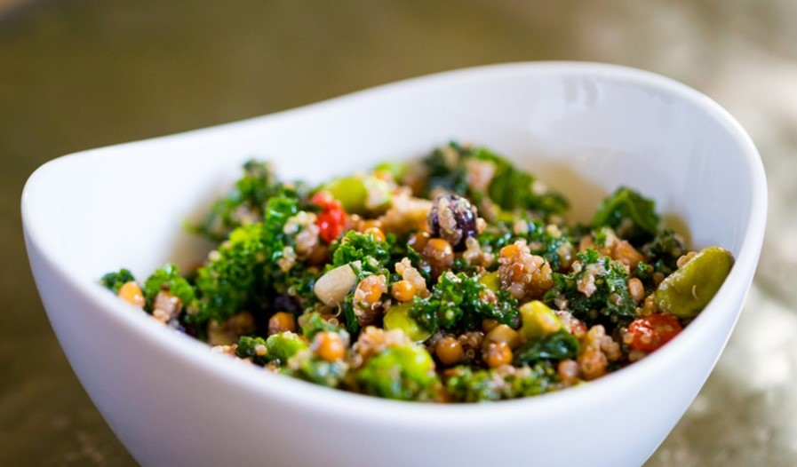 Kale & Quinoa | 6 Best Salads from Around the World Her Beauty