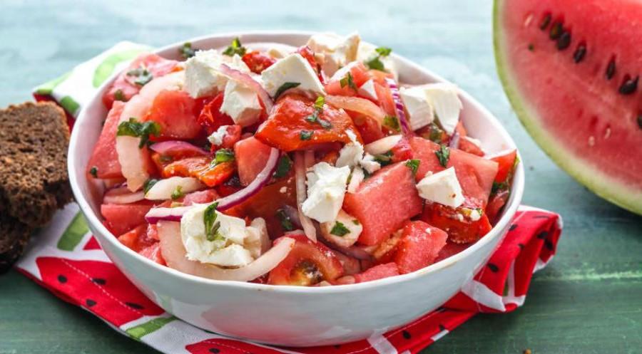Салат из арбуза | 10 оригинальных рецептов из сезонных овощей и фруктов | Her Beauty