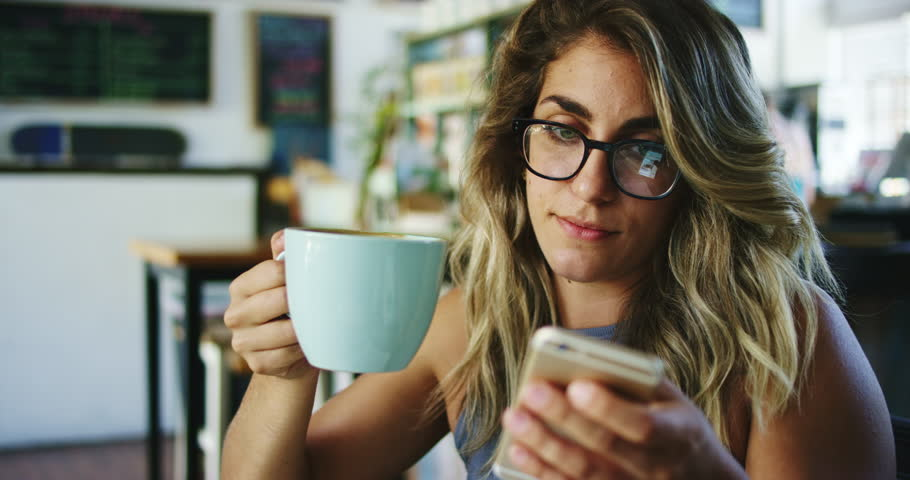 Admit any stretches of the truth | 7 Tips for Meeting Your Online Date in Person | Her Beauty