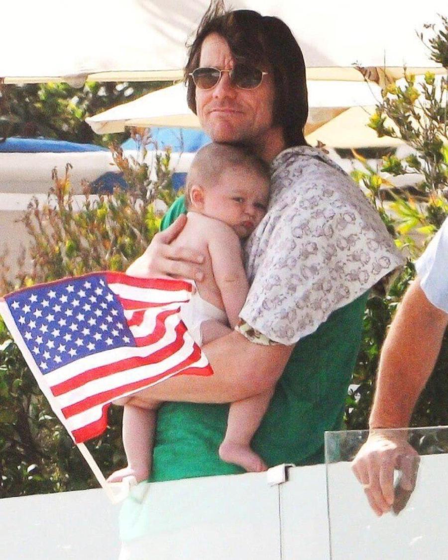 Jim Carrey | 12 Celebrity Grandpas With Their Grandchildren Will Melt Your Heart | Her Beauty