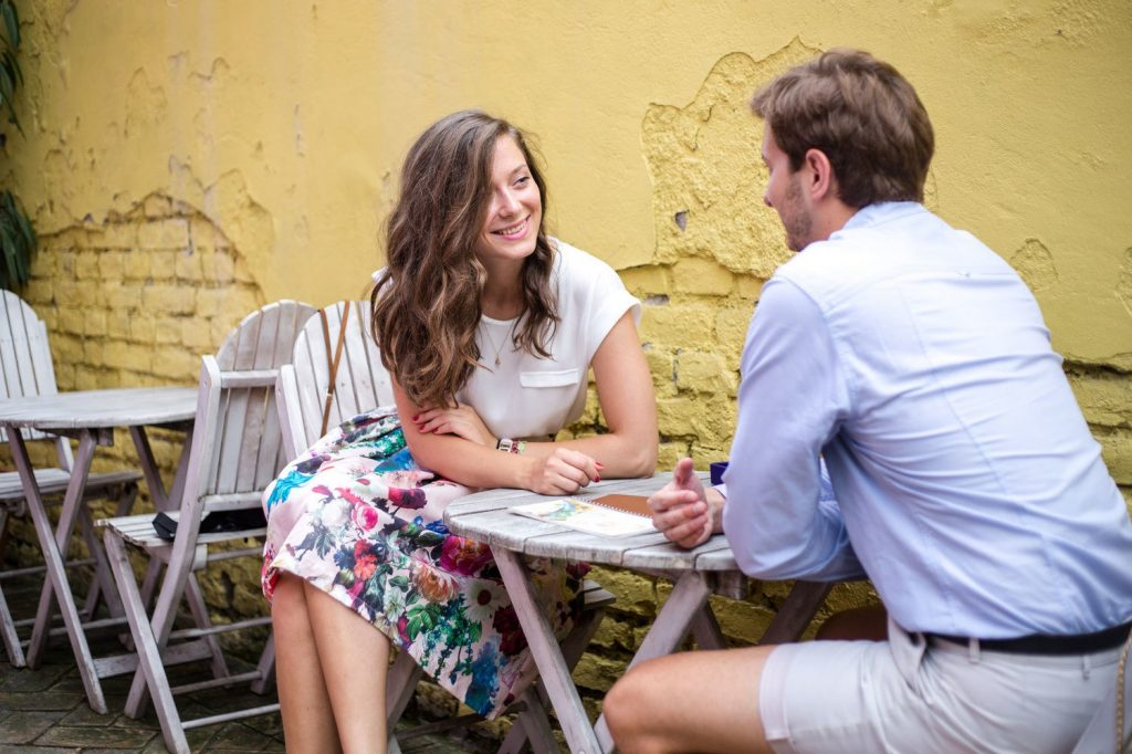 Meet in public | 7 Tips for Meeting Your Online Date in Person | Her Beauty
