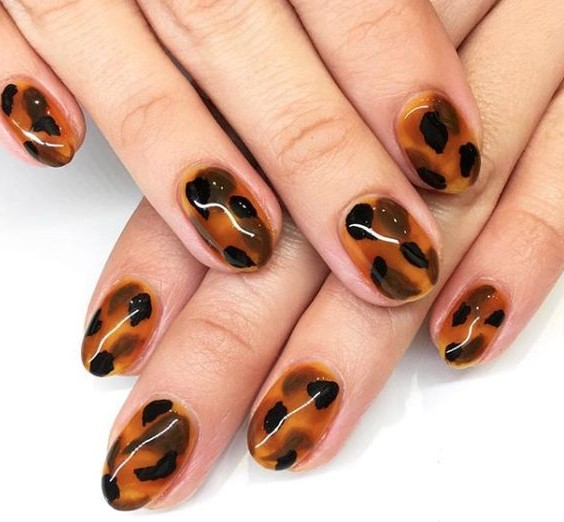 Fall colors | Tortoiseshell Nails are Autumn's Coolest Manicure Trend | Her Beauty