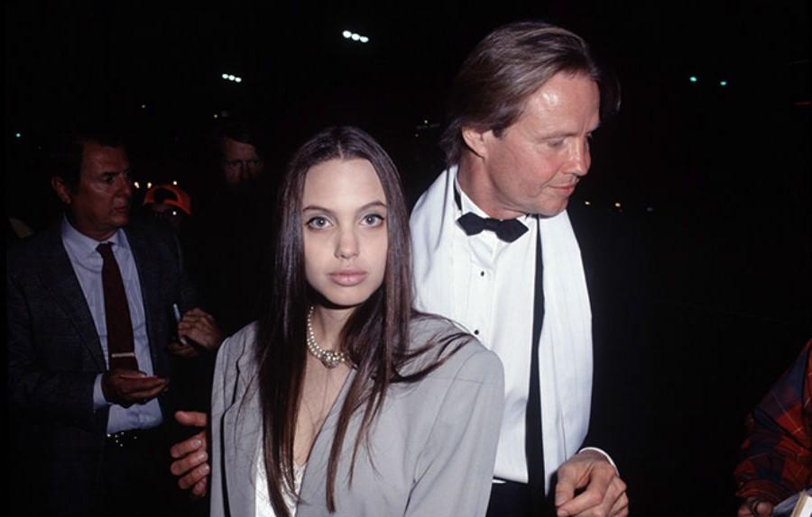 Отец Анджелины Джон Войт | 11 малоизвестных фактов об Анджелине Джоли | Her Beauty