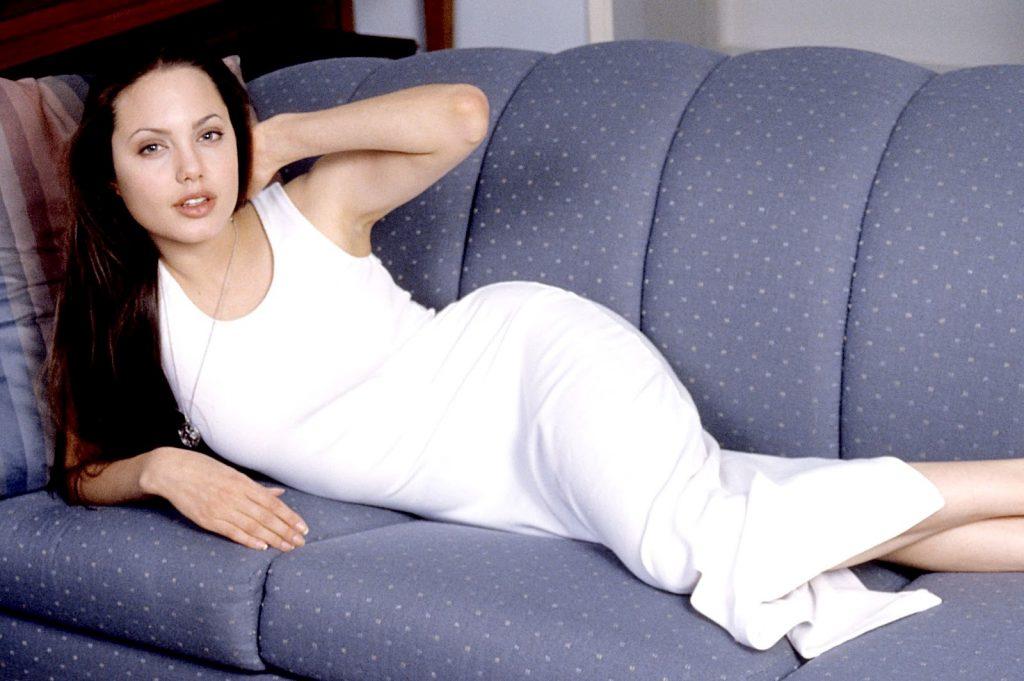 Первый бойфренд появился у Джоли в 14 лет | 11 малоизвестных фактов об Анджелине Джоли | Her Beauty