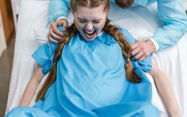 The pain of childbirth.  | 8 Most Common Reasons Women are Scared to Be a Mom | Her Beauty