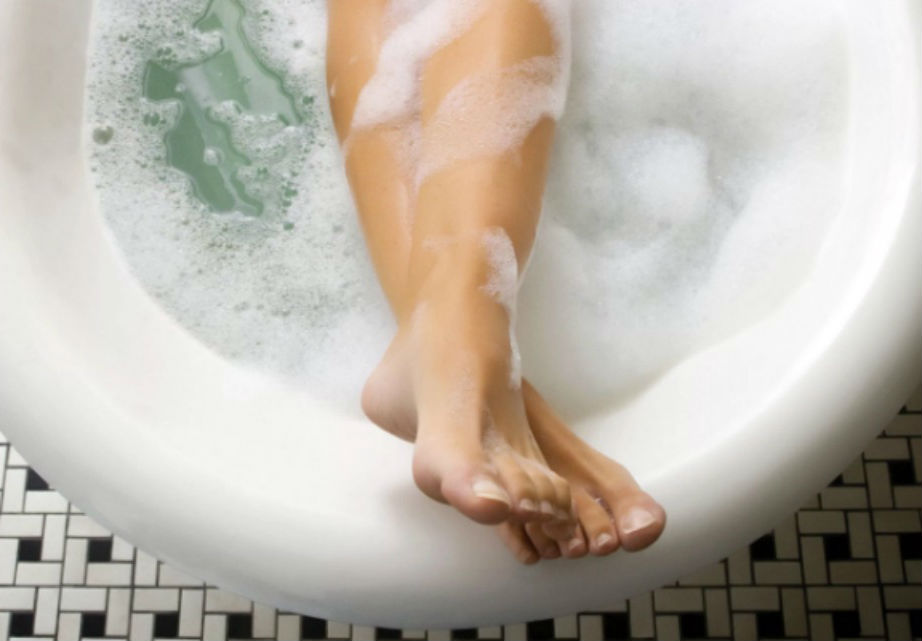 Soak before shaving. | 7 Amazing Techniques for Keeping Your Legs Smooth | Her Beauty