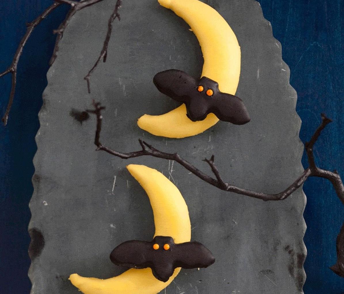 Bat flying over the moon cookies | 15 Easy Halloween Cookie Ideas | Her Beauty