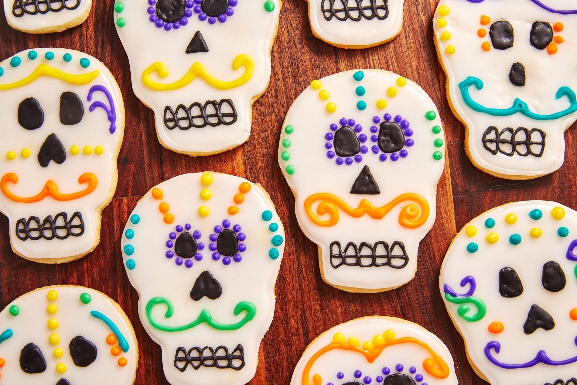 Cookie skulls | 15 Easy Halloween Cookie Ideas | Her Beauty