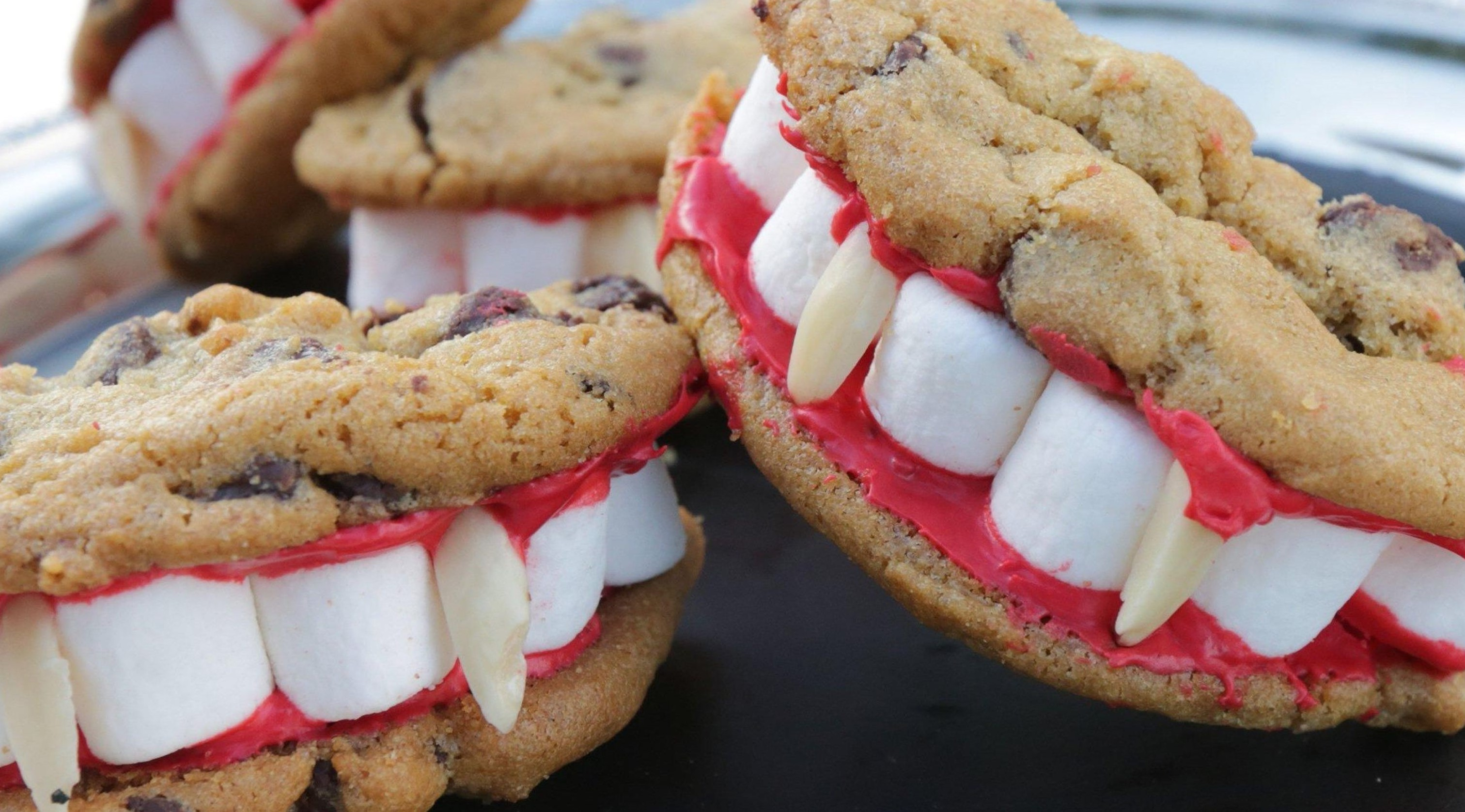 Dracula dentures | 15 Easy Halloween Cookie Ideas | Her Beauty