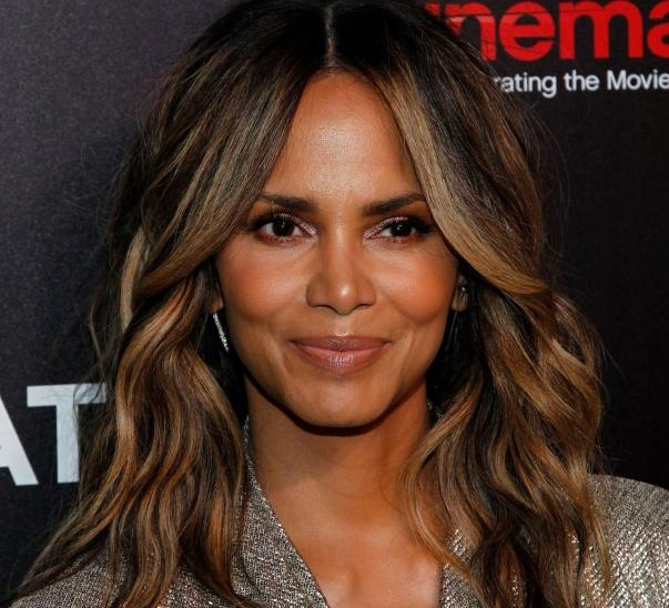 Halle Berry | 12 Most Beautiful Black Actresses in Hollywood | Her Beauty
