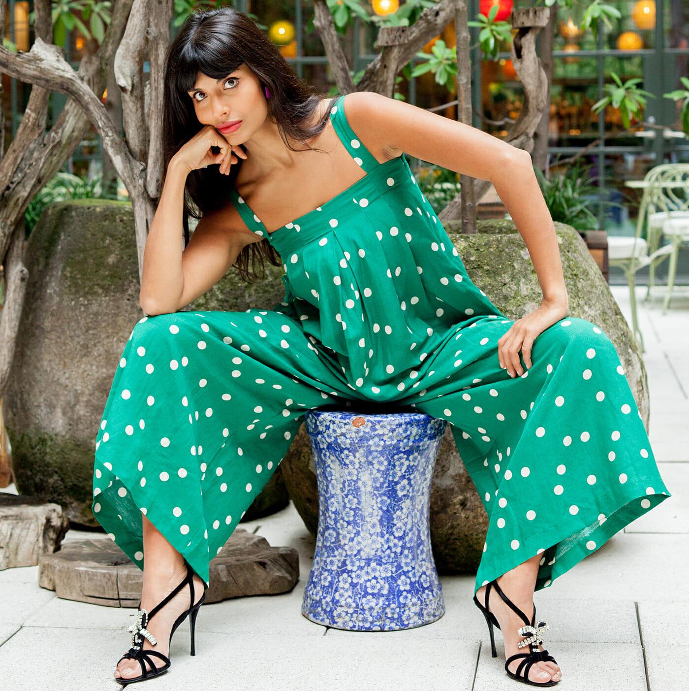 Jameela Jamil | 7 celebridades que te ayudarán a amar tu cuerpo \ HerBeauty