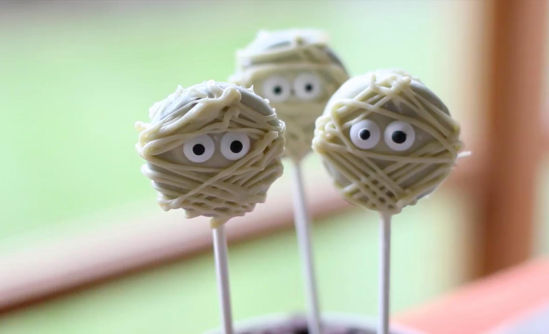 Mummy pops | 15 Easy Halloween Cookie Ideas | Her Beauty