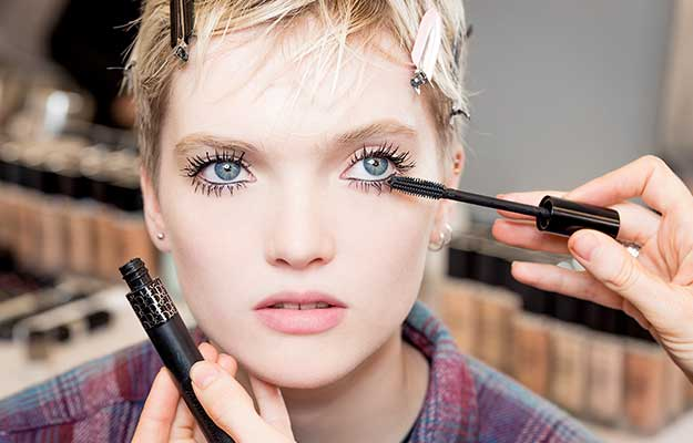 The Twiggy | 9 Classic Makeup Looks to Rock | Her Beauty