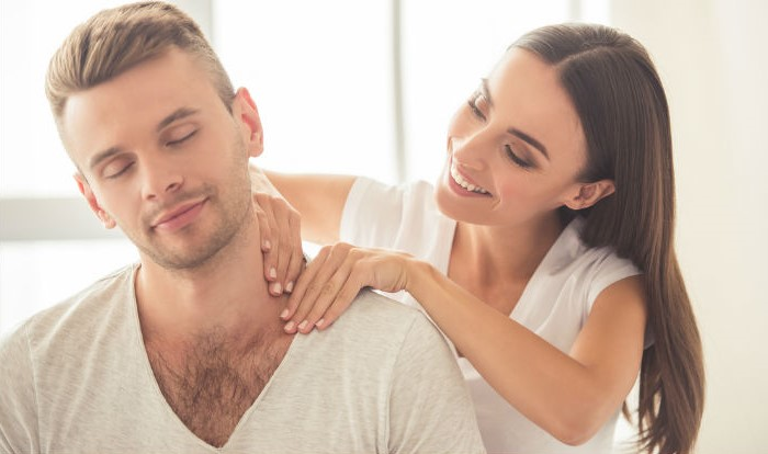 Give him a back rub | 8 Cute Ways to Get Your Boyfriend Smile after a Bad Day | Her Beauty
