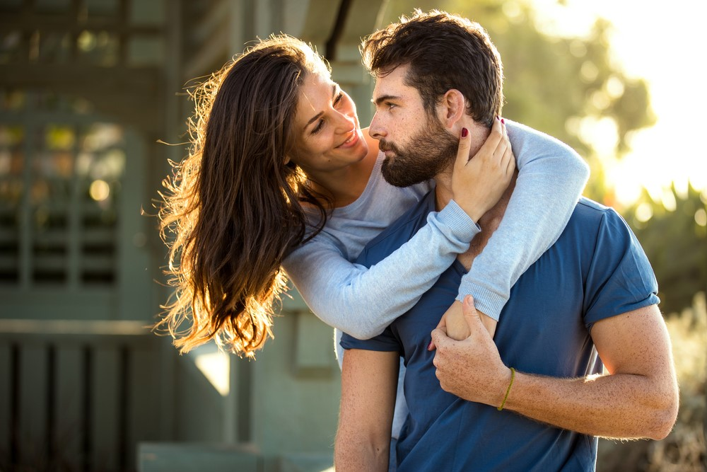 Give him a hug | 8 Cute Ways to Get Your Boyfriend Smile after a Bad Day | Her Beauty