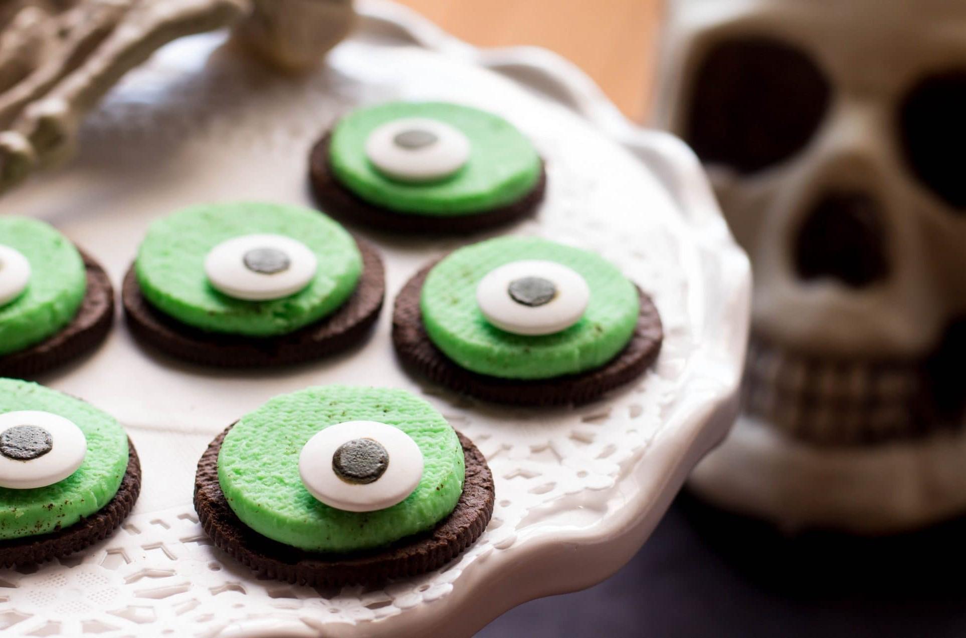 One-eyed cookies | 15 Easy Halloween Cookie Ideas | Her Beauty