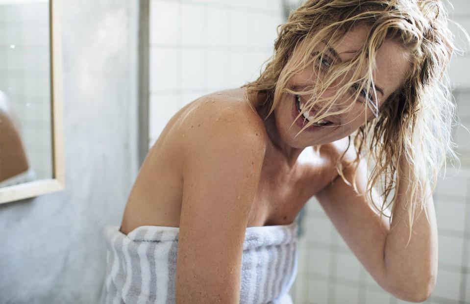Не используйте средства гигиены, содержащие спирт и агрессивные ПАВы   10 ежедневных привычек, которые улучшат вашу внешность   Her Beauty