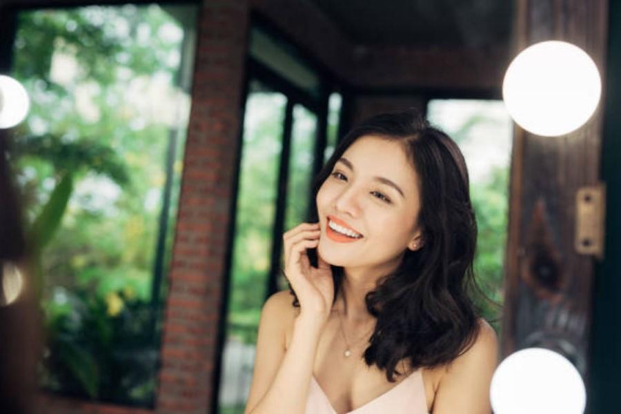 Nói những lời khẳng định tích cực khi đứng trước gương | 7 bước nhỏ để học cách yêu lấy cơ thể của bạn | Her Beauty