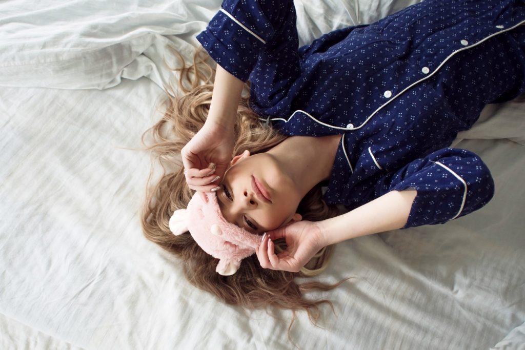 Недосып | 8 привычек, негативно влияющих на кожу | Her Beauty