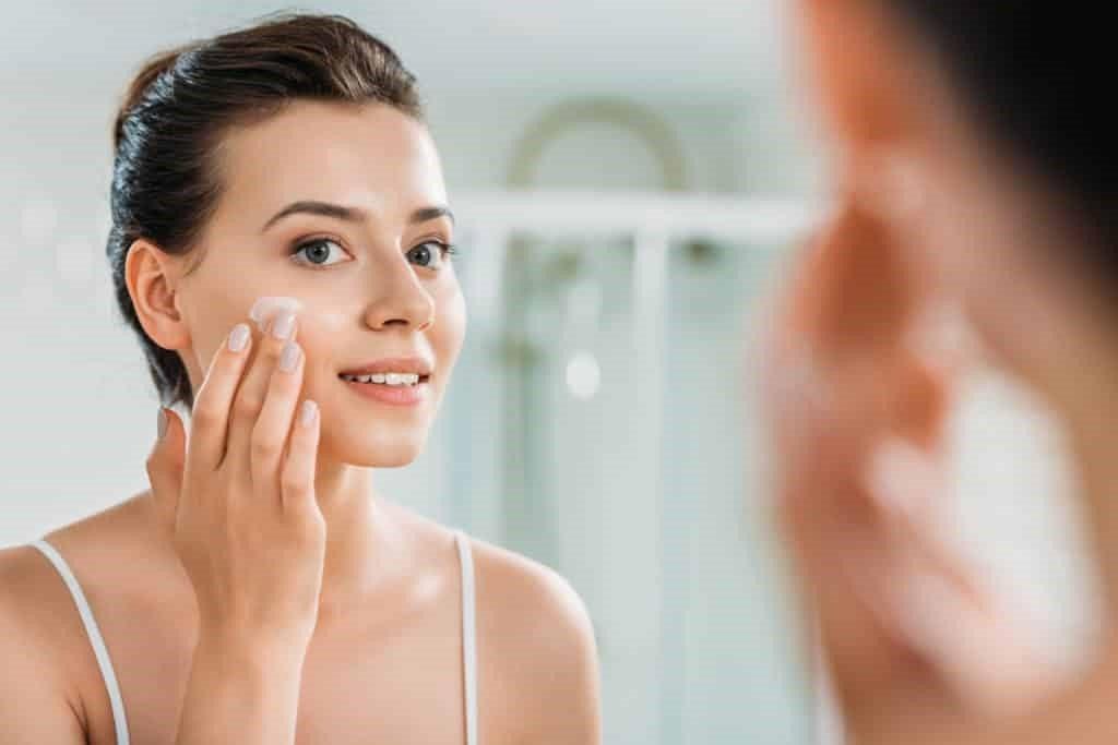 Некачественный уход | 8 привычек, негативно влияющих на кожу | Her Beauty