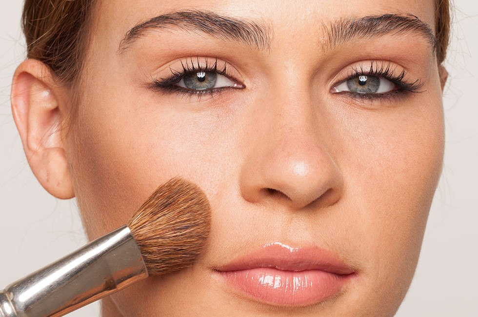 Contour your cheeks | 9 Makeup Tips A Person With Hooded Eyes Needs To Know | Her Beauty