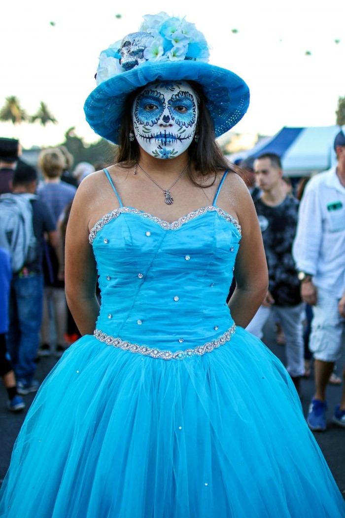 Blue shine | 10 Day of the Dead Makeup Ideas | Her Beauty