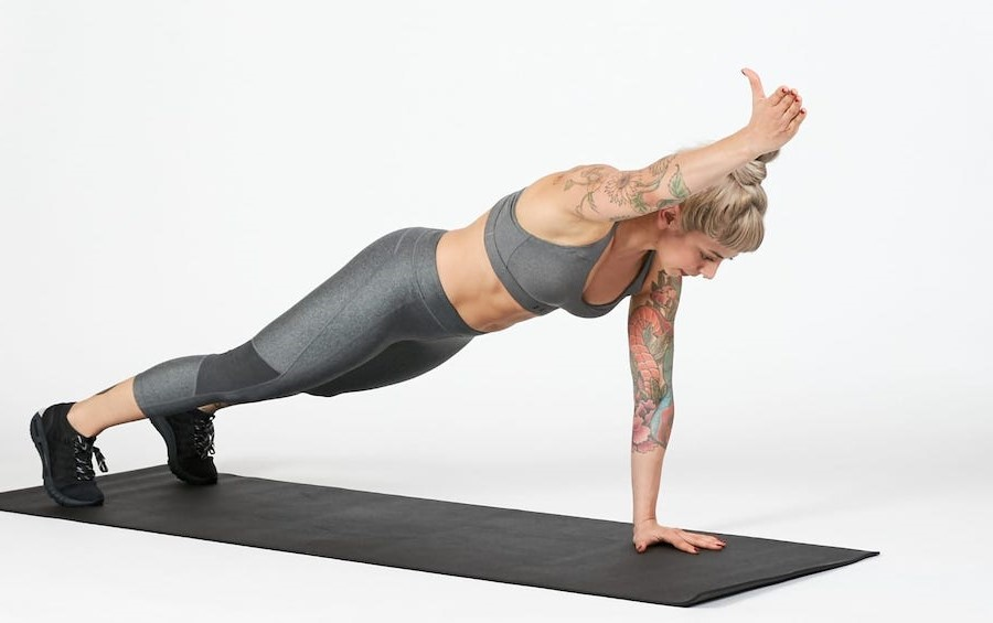 Pay Attention To Your Hips | How To Plank Correctly | Her Beauty