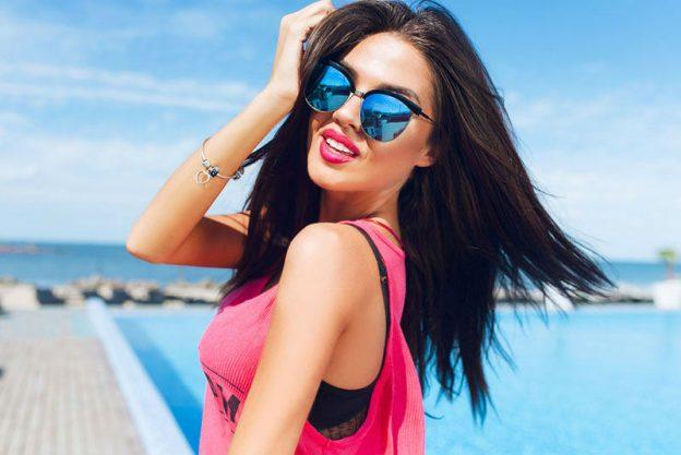 Sminuirti | 7 cose che le ragazze credono efficaci per far colpo sui ragazzi ma che in realtà non funzionano | Her Beauty