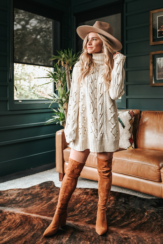Oversized cable-knit sweater | 9 Chic and Simple Thanksgiving Outfits Ideas | Her Beauty