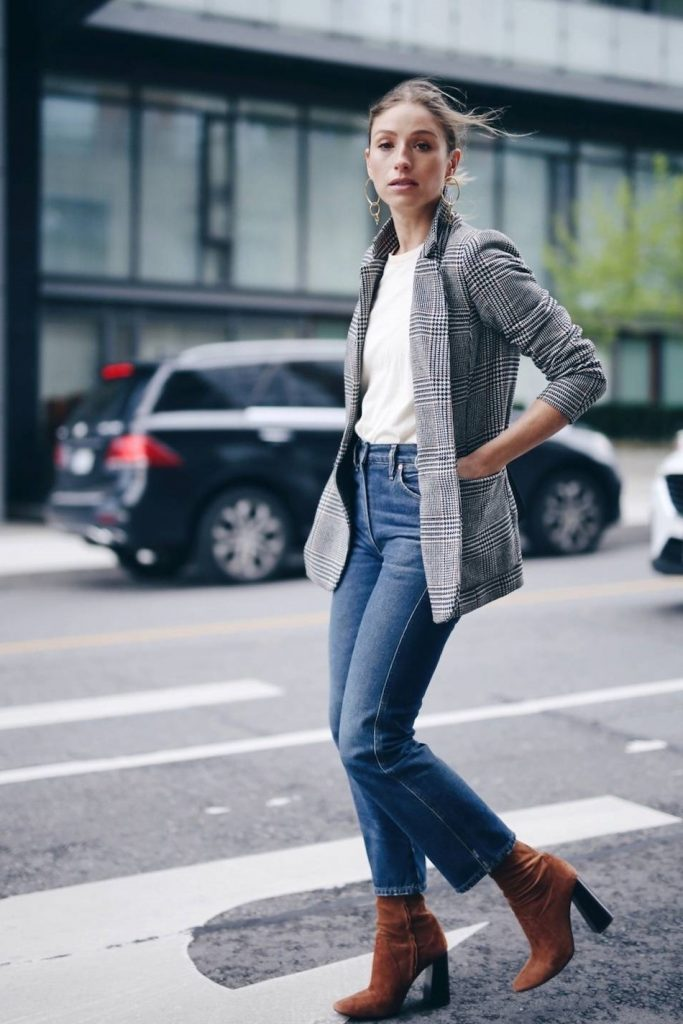 A pair of jeans and a white tee | 9 Chic and Simple Thanksgiving Outfits Ideas | Her Beauty