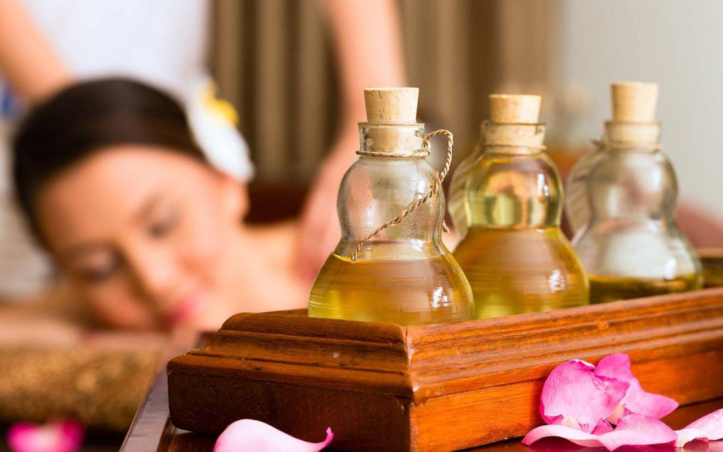 Liệu pháp mùi hương | 10 kỹ thuật mát-xa thay thế mà bạn cần trải nghiệm | Her Beauty