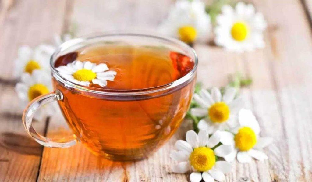 Allevia il mal di testa | 8 benefici del tè alla camomilla | Her Beauty