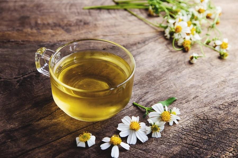 Rende i capelli sani | 8 benefici del tè alla camomilla | Her Beauty