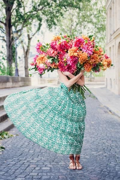 #1 | Сама женственность: девушки с цветами вместо лица в серии фотографий Карлы Коулсон | Her Beauty