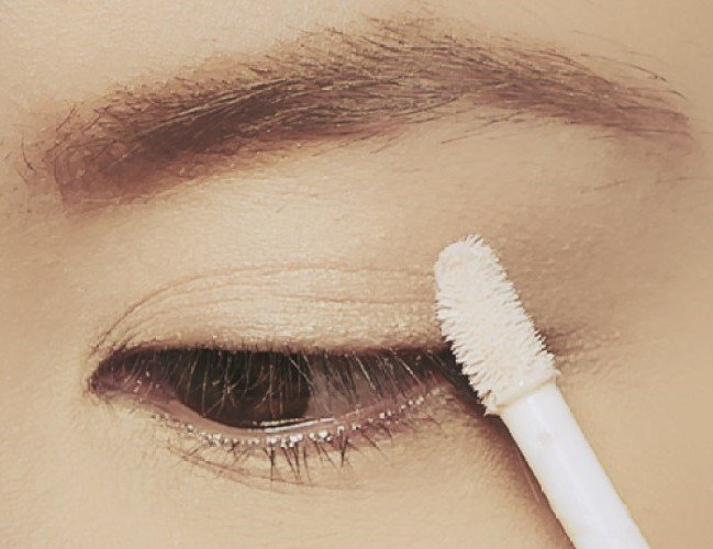 Eye primer | 9 Makeup Tips A Person With Hooded Eyes Needs To Know | Her Beauty