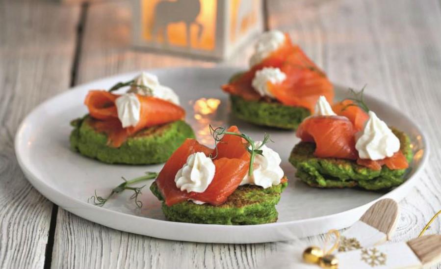 Гороховые оладьи с семгой и маскарпоне  | Оладушки и панкейки: 10 вкусных идей для осеннего завтрака | Her Beauty