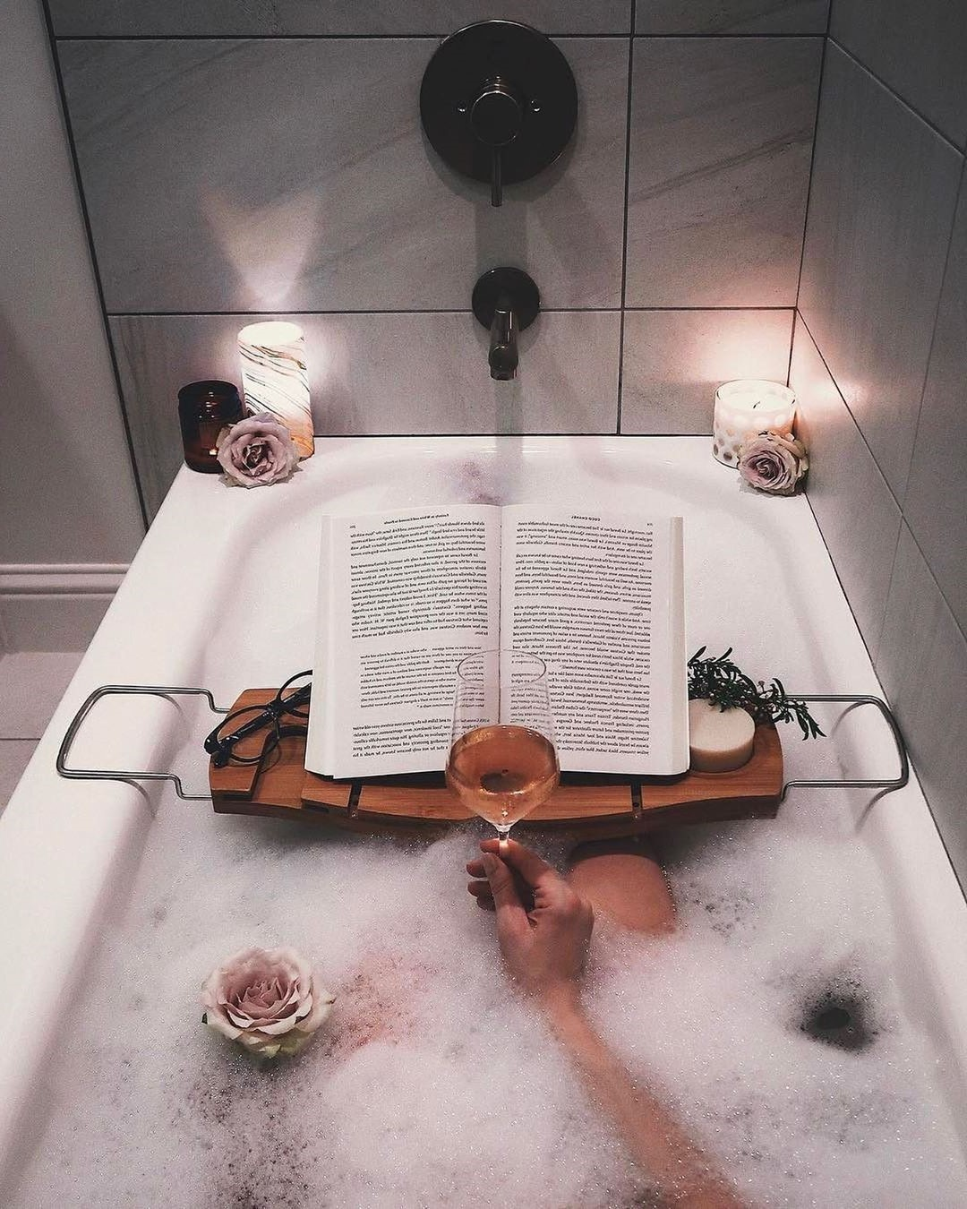 Take a hot bath | 8 Hygge Tips For The Coziest Winter Ever | Her Beauty