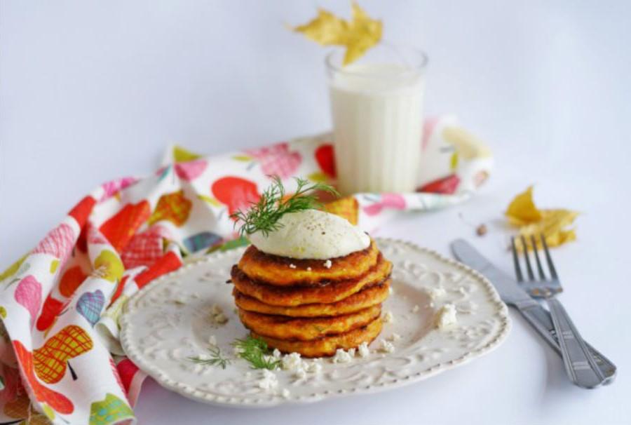 Тыквенные оладьи с творогом | Оладушки и панкейки: 10 вкусных идей для осеннего завтрака | Her Beauty