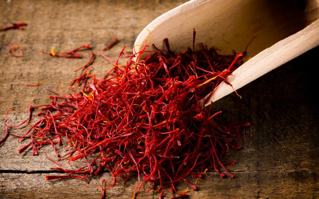 11. केसर | भारतीय रसोई के 11 आवश्यक मसाले | Her Beauty