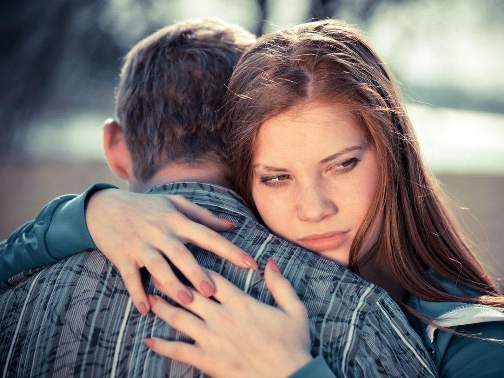 Эмоциональный шаантаж | 10 признаков того, что отношения пора заканчивать | Herbeauty