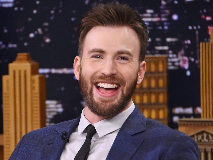 His father was a dentist  | 14 Facts About Chris Evans That Just Prove His Perfection | Her Beauty