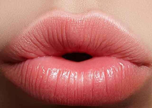 4. Portable lip plumper | 9 Best Natural DIY Lip Plumpers | Her Beauty