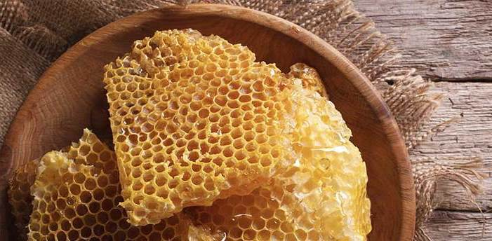 6. Beeswax and cinnamon lip plumper | 9 Best Natural DIY Lip Plumpers | Her Beauty